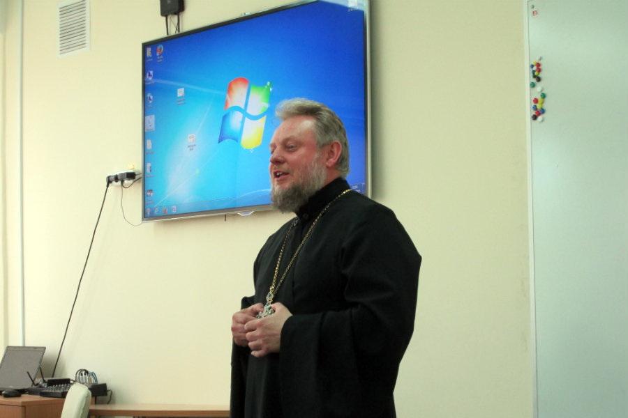 Протоиерей Марьян Позунь посетил Прибалтийский судостроительный техникум